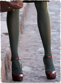 Love the color contrast with the shoes. The textile of these tights make for a great fall look