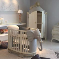 Cute bed for elephant or jungle themed baby room. Baby Nursery Neutral, Girl Nursery, Nursery Furniture, Baby Cribs, Guest Room, Kids Room, Relax, Room Decor, Indoor