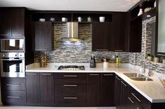 Busca imágenes de diseños de Cocinas estilo moderno: Cocina Thermofoil Espresso  3. Encuentra las mejores fotos para inspirarte y y crear el hogar de tus sueños.