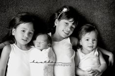 baby with siblings pose