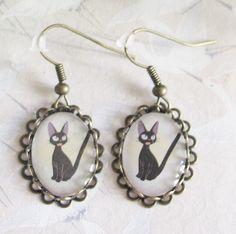 Boucles d'oreilles *chat noir* *manga*, cabochon et métal coloris bronze, bijoux chat noir, bijoux avec un animal : Boucles d'oreille par chatouillez-moi