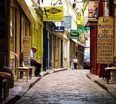 Paris insolite : les rues les plus originales de Paris - 12 best shopping cities in the world Paris Travel, France Travel, Paris France, Francia Paris, City Ville, Belleville Paris, Paris Tips, Paris Restaurants, Restaurant Paris