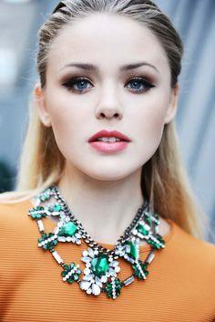 Love the emerald and orange contrast #statement #jewellery