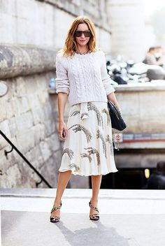 A light-colored animal-print skirt is perfectly appropriate for warmer weather, especially daytime dressing. // #styletips #outfitideas