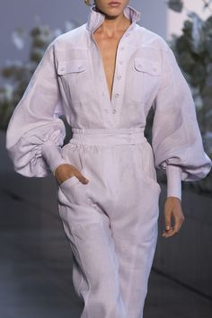 Retro Fashion Zimmermann at New York Fashion Week Spring 2019 - Livingly - Zimmermann at New York Fashion Week Spring 2019 - Details Runway Photos Look Fashion, Retro Fashion, Fashion Tips, Fashion Trends, Fashion Quotes, Fashion Spring, Cheap Fashion, Classic Outfits, Retro Outfits