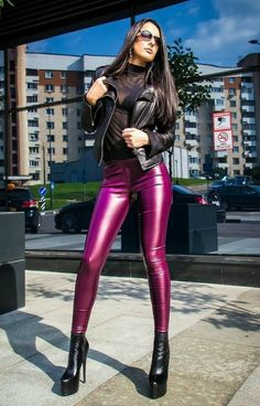 Office Fashion Women, Black Women Fashion, Womens Fashion For Work, Leather Tights, Leather Shorts, Barbie Mode, Women's Fashion Leggings, Legging Outfits, Leder Outfits