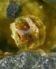 6.6 Paulingite (Hydrated Potassium Calcium Sodium Barium Aluminum Silicate) - high energy crystals