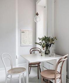 helle Sitzgruppe in der Küche