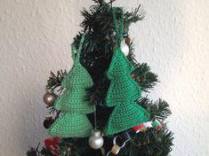 Disse hæklede juletræer er hurtige og nemme at lave. De er ideelle som pynt på juletræet juleaften.
