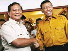 Capres Prabowo Subianto (kiri) - Ketua DPP Partai Hanura Wiranto (kanan)