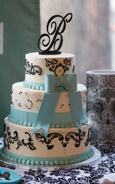 wedding cake at Vandiver Inn #vandiverinn #weddingcake
