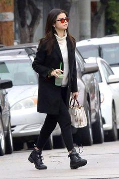 Selena Gomez street style. #selenagomez #outfit #fashion #style