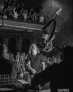 Don't look at Jerry, look at the fans. Mike Inez, Chris Cornell Live, Mike Starr, Jerry Cantrell, Mad Season, Temple Of The Dog, Stone Temple Pilots, Layne Staley, Greatest Rock Bands