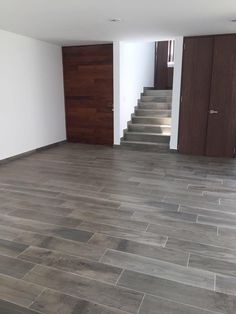 piso The perfect choices to renovate your outdated flooring! Tiled Staircase, Tile Stairs, Floor Design, Tile Design, House Design, Style At Home, Dalle Sol Pvc, Casa Top, Door Gate Design