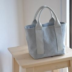12 For the majority of women, purchasing a genuine designer handbag is not something to hurry straight into. Because they bags can – SkillOfKing. Minimalist Bag, Diy Tote Bag, Diy Handbag, Craft Bags, Jute Bags, Handmade Handbags, Patchwork Bags, Denim Bag, Fabric Bags