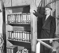 The most famous hidden room behind a book case. I bet I can trace my obsession back to the first reading of Anne Frank's Diary and this haunting photo - says another pinner Frank Martin, Anne Frank, Bergen, World History, World War Ii, Architecture Design, Haunting Photos, Lest We Forget, Funny Tattoos