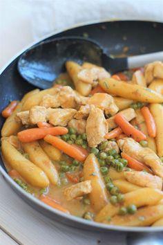 Schupfnudeln- Schupfnudelpfanne with chicken - Chicken Breast Recipes Healthy, Chicken Recipes, Healthy Recipes, Roast Beef Recipes, Ground Beef Recipes, Pasta Recipes, New Recipes, Cooking Recipes, Cheap Recipes