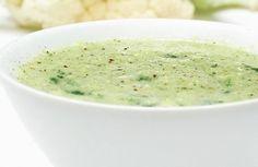 Sopa creme de brócolis e couve-flor      Este creme vegetariano é saudável, tem poucas calorias e é gostoso. Mais uma prova de como a comida vegetariana pode ser muito saborosa.