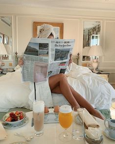 morning photography These successful women share their morning routines and tips for a productive day! Four Seasons Hotel, Natasha Oakley, Shotting Photo, Morning Photography, Classy Aesthetic, Successful Women, Lazy Days, Wall Collage, Dream Life
