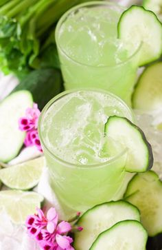Cucumber Celery Lime Agua Fresca This delicious drink is also super easy to make. You don't need a fancy juicer to make this cucumber celery lime agua fresca, just a blender. Pour this deliciousness over lots of ice and indulge in this bliss! Cucumber Water, Cucumber Juice, Healthy Juices, Healthy Drinks, Healthy Food, Healthy Recipes, Ninja Recipes, Keto Recipes, Fresco