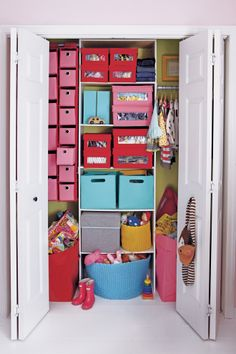 Need to do this in Zahra's closet. Fill in with organisers and storage baskets.
