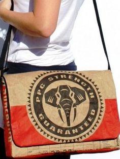 Bolsa para notebook é feita com saco de cimento reciclado