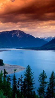 Arrow Lakes - British Columbia, Canada