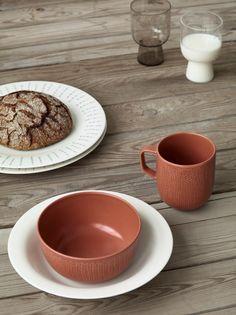 Iittala Sarjaton tableware range designed by Harri Koskinen, Aleksi Kuokka, Musuta and Samuji