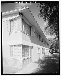 Detail illustrating multipaned steel casement windows breaking building corner. Building 27, facing northwest - Harbor Hills Housing Project, 26607 Western Avenue, Lomita, Los Angeles County, CA