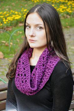 Gola em crochet em lã com elastano. Aquece e valoriza qualquer visual! R$ 35,00