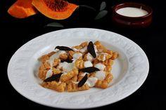 Sütőtökös gnocchi Gnocchi, Waffles, Vegetarian, Dishes, Breakfast, Food, Desk, Breakfast Cafe, Writing Table