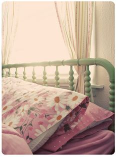 More vintage sheets to love.