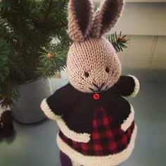 """❄️❤️🖤❤️❄️ No holiday outfit is complete without a """"fur trimmed"""" jacket ✨🎄✨ Little Cotton Rabbits, Knitting Patterns, Knitting Ideas, Holiday Outfits, Fur Trim, Snug, Projects To Try, Winter Hats, Festive"""