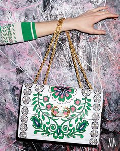 Take on baroque by Tory Burch with the Gemini Link Garden-Print Chain Shoulder Bag—a new must-have for spring.