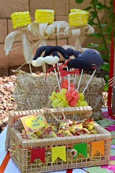 Crissy's Crafts M's Brazilian Traditions - Festa Junina / - Photo Gallery at Catch My Party Party Rock, Pig Party, Party Decoration, Holidays And Events, Party Themes, Party Ideas, Halloween Party, Diy And Crafts, Birthdays