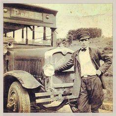 1925/1935 Motorista em frente a seu ônibus