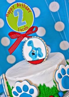 A Blues Clues birthday party. Why not also throw in a scavenger hunt to entertain older children? They can help Blue decipher the clues! 65th Birthday Party Ideas, Blue Birthday, Birthday Boys, Birthday Stuff, 10th Birthday, Birthday Cakes, Happy Birthday, Clue Party, Blues Clues