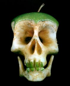 Skull apple - Dimitri Tsykalov - sculptures from fruits and veggies