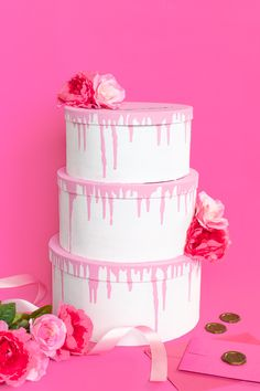Make this tiered cake card box for gathering cards at a wedding or event! Layer mache boxes and paint like a faux wedding cake with flowers. Diy Card Box, Diy Box, Card Box Wedding, Diy Wedding, Realistic Cakes, Chocolate Drip, Fashion Cakes, Wedding Cakes With Flowers, Gift Table