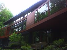 May 26th 2012, Saturday  Kristen Stewart and Robert Pattinson were here.. I CANNOT.    The Cullen House  (3333 NW Quimby, Portland, OR)