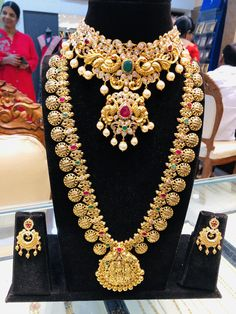 Stunning long haaram with Ram parivar kasu and pendant. Semi bridal set with necklace and matching earrings. Indie, Gold Jewelry Simple, Indian Wedding Jewelry, Indian Bridal, Gold Jewellery Design, Antique Jewellery, Jewelry Patterns, Bridal Necklace, Gold Necklace