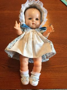 "Vintage 1950's American Character 11"" Betsy Wetsy Doll - Molded Hair Old Dolls, Antique Dolls, Doll Toys, Baby Dolls, Silicone Reborn Babies, My Doll House, Vintage Teddy Bears, Dream Doll, Alexander Dolls"