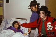 He always loved babies and all children of the world ღ @carlamartinsmj