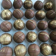 Chocolate Cake Pops, Hot Chocolate, Chocolates, Cupcake Cakes, Cupcakes, Italian Hot, Silver Cake, Cake Craft, Cake Truffles