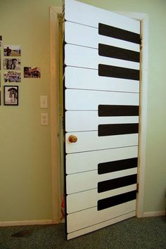 A piano door as decor is the perfect entry to that music room in the home or office dedicated to the live performance. Music lovers find a way! room Piano Room Ideas - How to Decorate a Room Music Classroom, Classroom Decor, Music Teachers, Music Studio Room, Music Room Art, Home Music Rooms, Deco Originale, Piano Room, Elementary Music