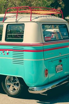 Reminds me of the hippie van I fell in love with in OBX and my friends wouldn't let me take it :(