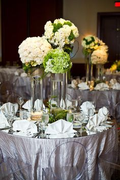 classic white and green centerpieces Decoration Table, Reception Decorations, Event Decor, Green Centerpieces, Wedding Centerpieces, Wedding Tables, Wedding Reception, Green Wedding, Wedding Flowers