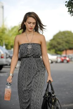 Taurus, Jessica Alba Pictures, Jessica Alba Style, Star Fashion, Get Dressed, Celebrity Style, Strapless Dress, Summer Outfits, Celebs