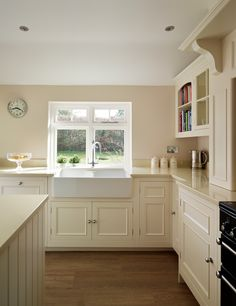 Harvey Jones Original kitchen finished in Dulux 'Vanilla Mists 2' #kitchendesign #bespokekitchen