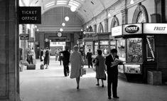 Circulating Corridor at Euston Station - 1962 - photo by Ben Brooksbank London Now, Old London, London City, 1960s Britain, Euston Station, English Architecture, London History, British Rail, Vintage London